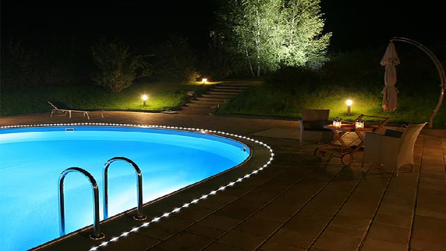 Swimming pool edge lighting