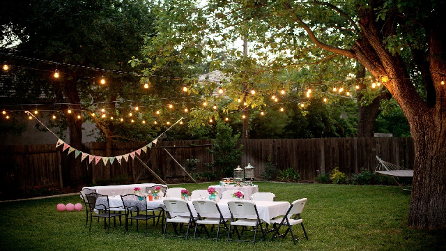 Outdoor dining area hanging decoration
